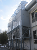 Sound-proof filter plant with flush air cleaning