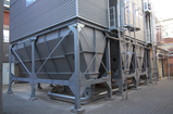 Filter plant with screw conveyor and pneumatic dust disposal