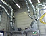 Ventilatoren und Rohrinstallation mit Umschaltweichen zur Sortentrennung