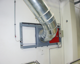 Fire protection barrier for switch-off at a transporting pipe