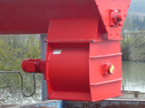 Discharge of material via screw conveyor and rotary valve