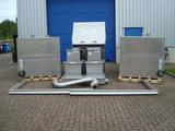 Bogensieb mit Auffangbehälter und Tanks für Brauerei